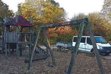 Spielplatz mit Fahrzeug